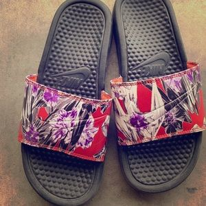 Floral Nike slides. Like new!